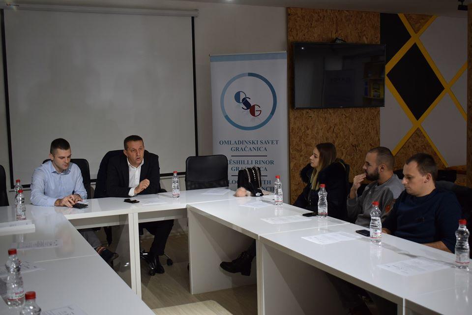Omladinski savet Gračanica održao debatu o mogućnostima korišćenja prostorija za okupljanje u različitim mestima u Opštini Gračanica