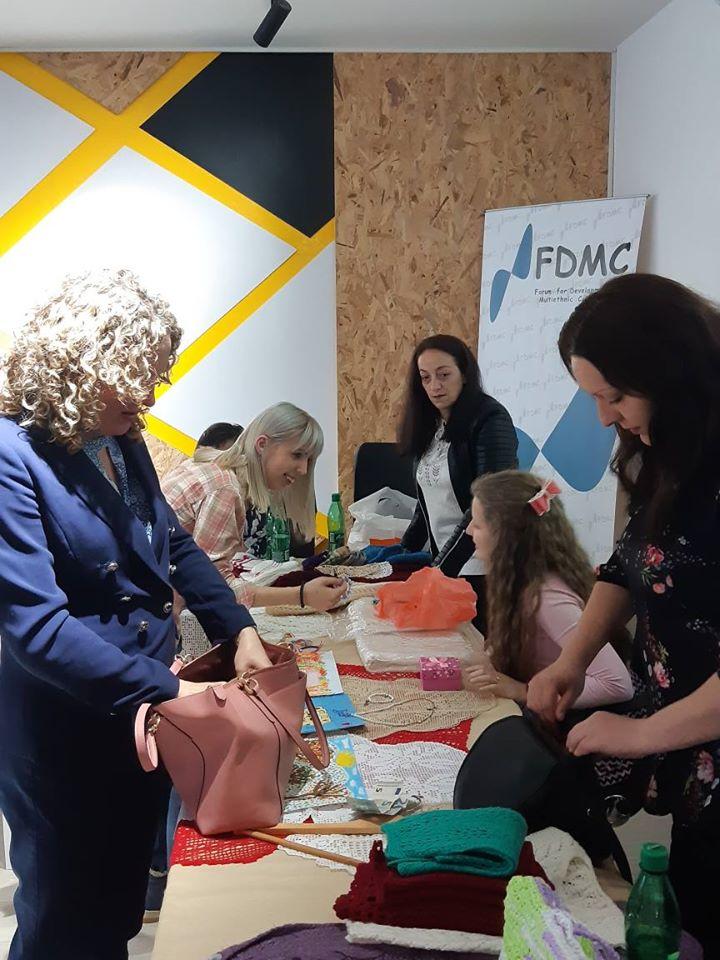 """Forum za razvoj i multietničku saradnju zajedno sa UNHCR-om po prvi put su organizovali zajedničku izlozbu i prodaju ručnih radova. Izložba pod nazivom """""""